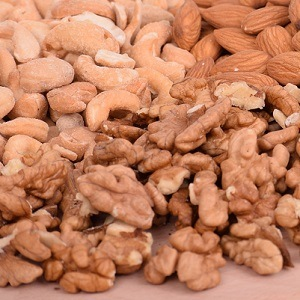 Our 4 Favorite Healthy Nuts for Smoothies